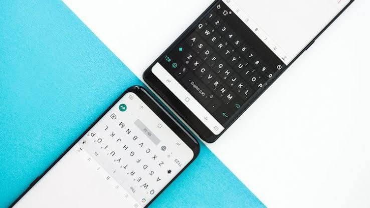 Samsung Arka Planda Klavye Görünüyor